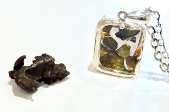 【イミラック・パラサイト隕石】の原石とジュエリーの違いとは?